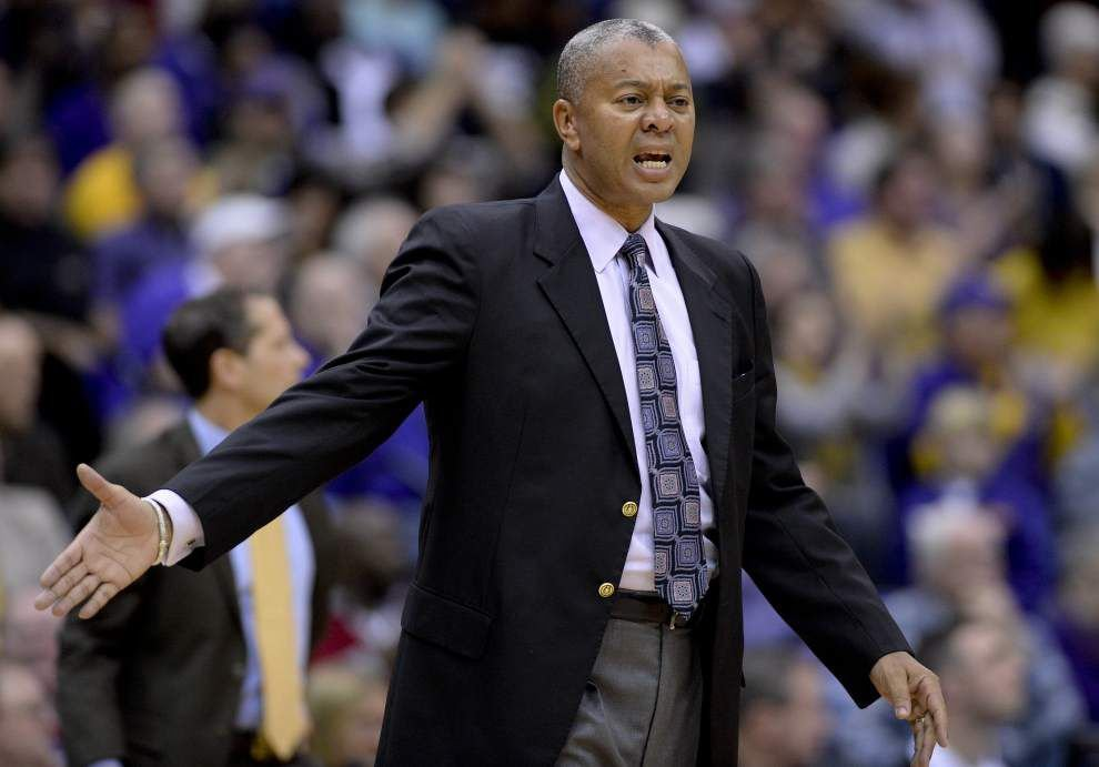LSU basketball team begins workouts for Australian tour _lowres