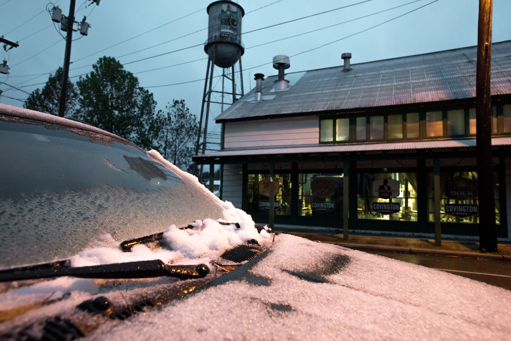 Snow falls on north shore New Orleans