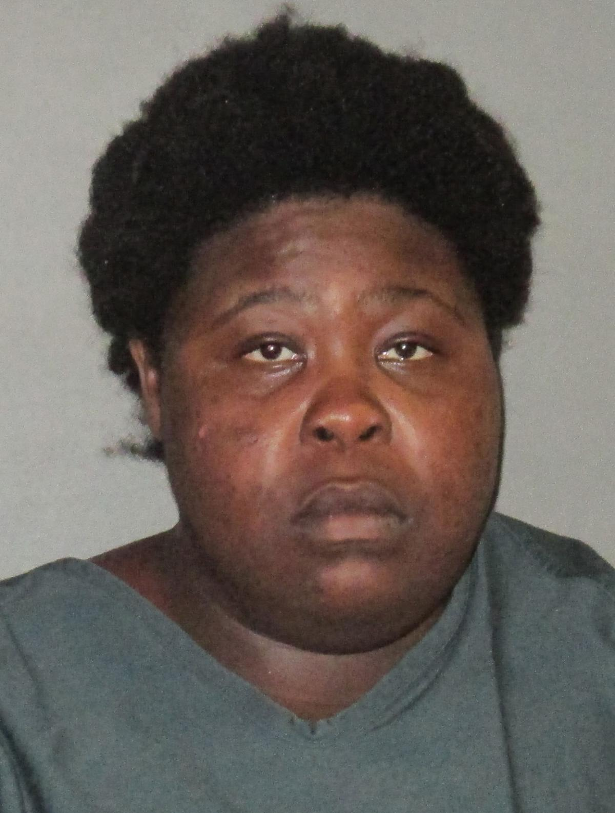 Officials: Woman forces her way into Baton Rouge fast food restaurant, grabs knife _lowres