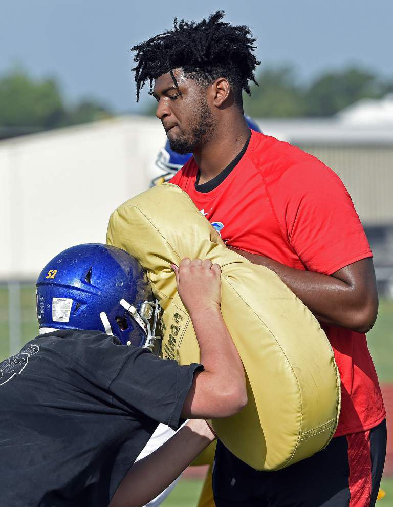 Former U-High lineman Adrian Ealy making big push at East Ascension _lowres