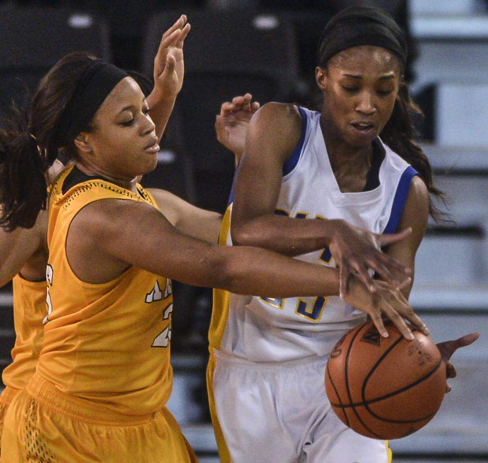 Brandy Broome sweeping SUNO into NAIA _lowres
