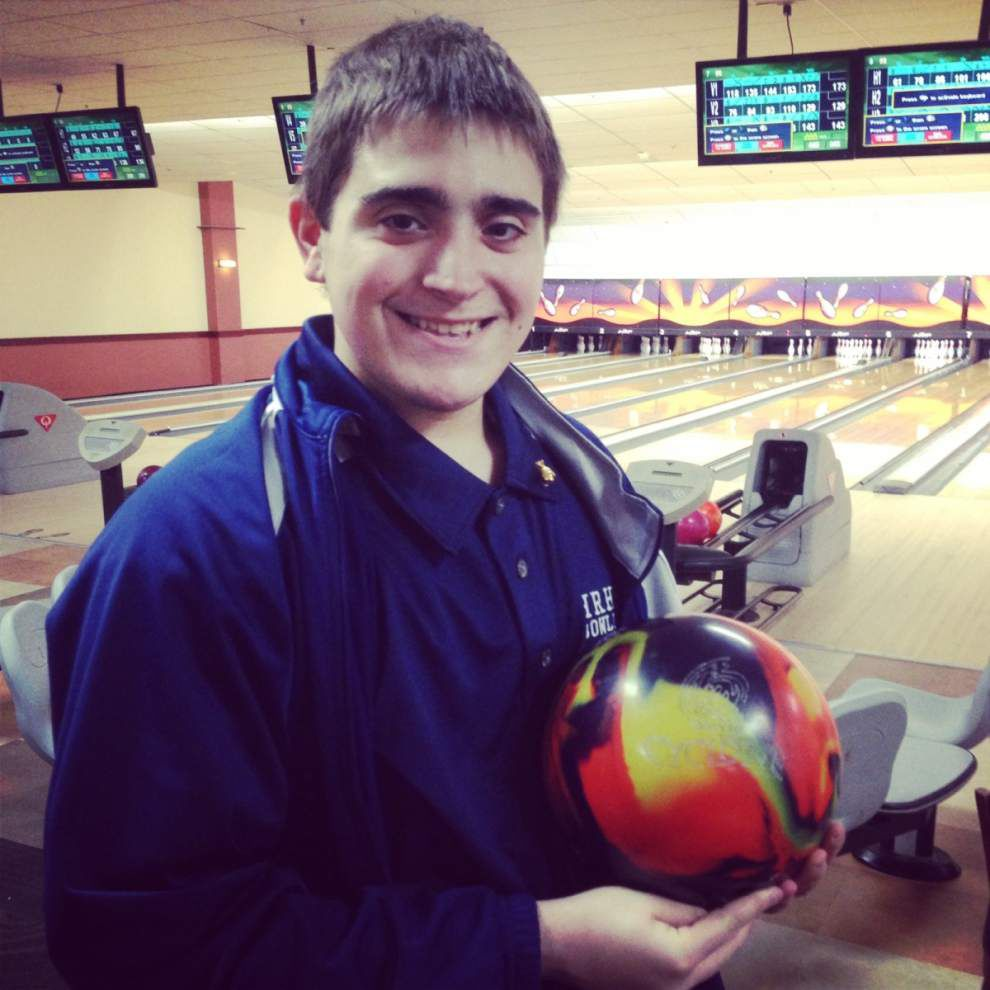 Walker: Alex Dupuy, 16, bowls second 800 series _lowres