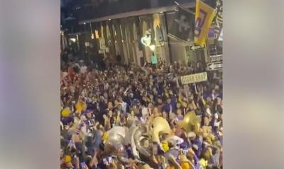 Bourbon Street fans NECK