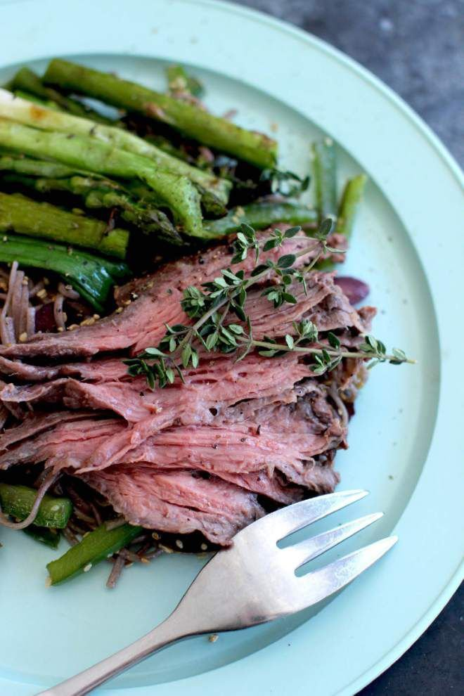 Vieitnamese-Style Skirt Steak With Asparagus and Scallions _lowres
