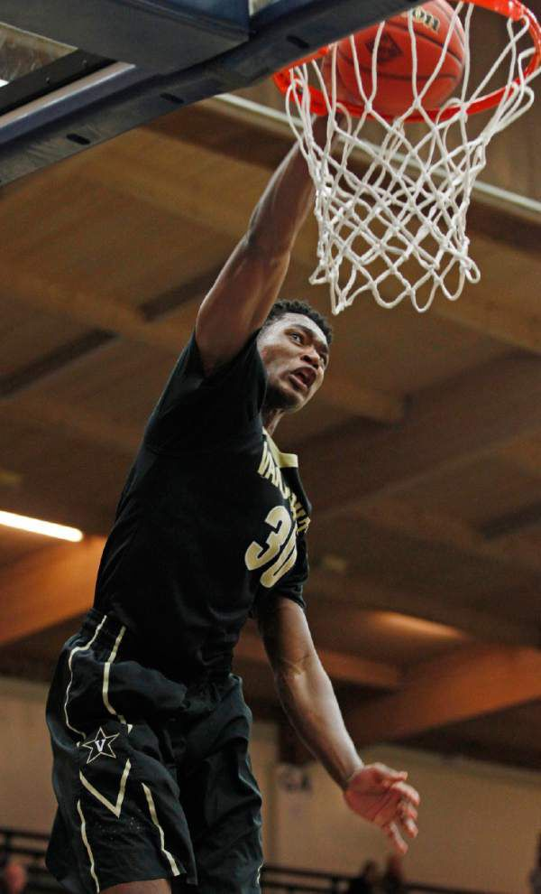 Ex-Scotlandville standout Damian Jones says he's returning to Vanderbilt for his junior year _lowres