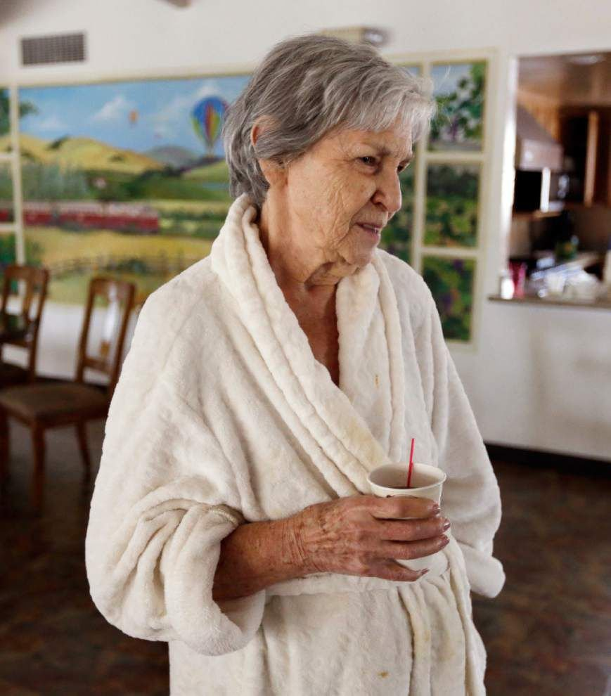 Strong Calif. quake shakes famed wine country _lowres