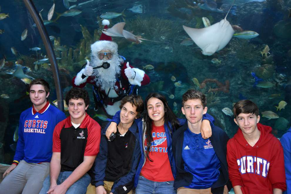 John Curtis Christian School Interact Club members are treated to aquarium outing _lowres
