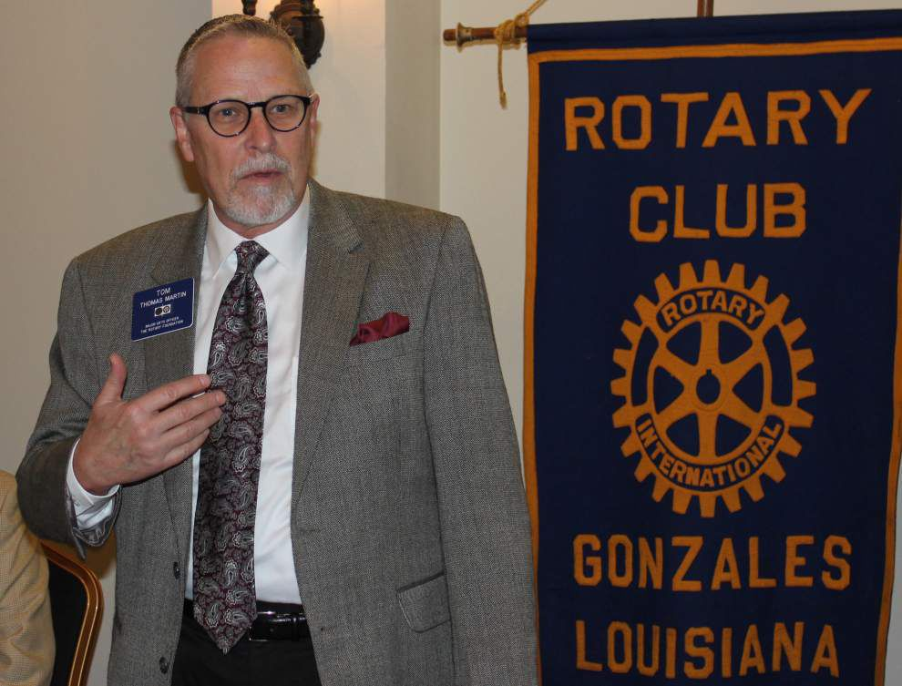 Gonzales Rotarians donate to Boy Scouts _lowres