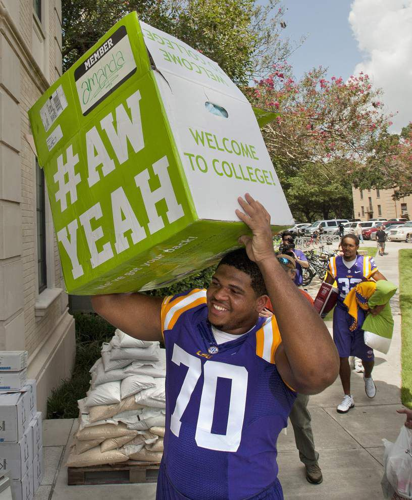 LSU athletes, leaders help with move in _lowres