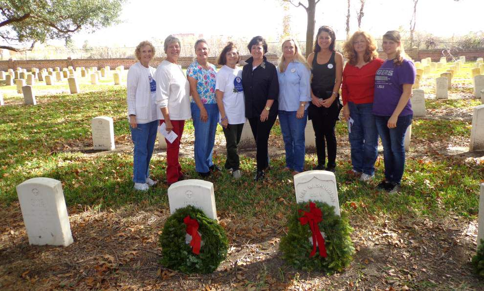 DAR members participate in Wreaths Across America _lowres