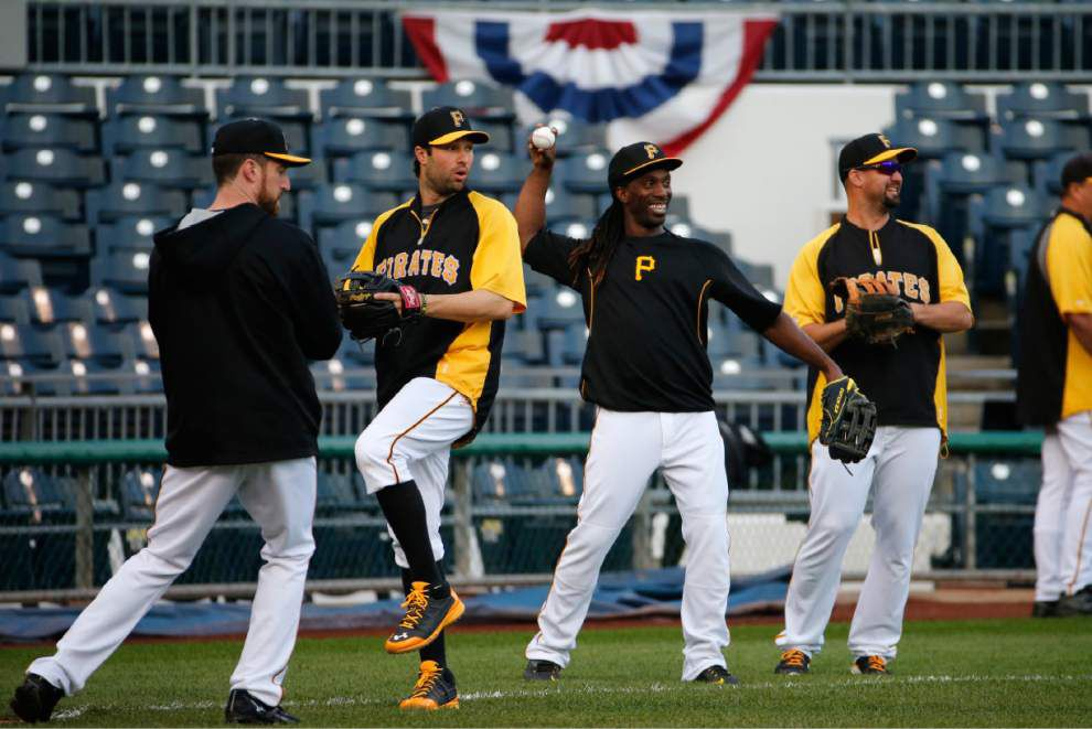 Pirates at home for Giants _lowres