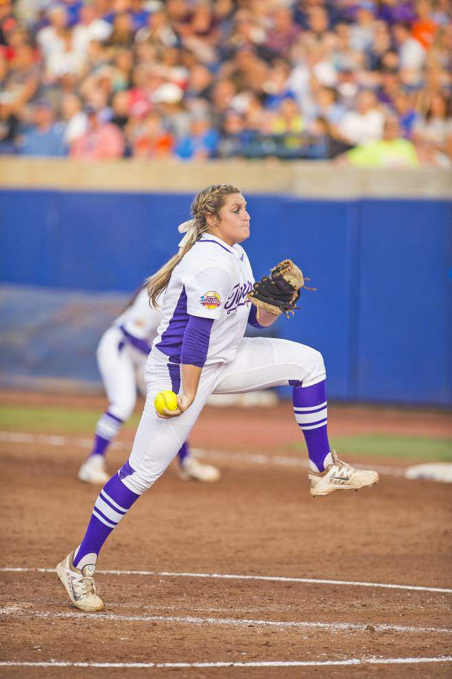 Women's College World Series: Florida blanks LSU 4-0, sends Tigers into elimination game Saturday night _lowres