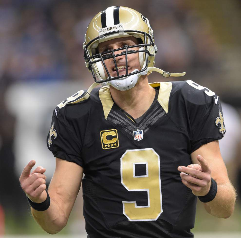 Report: Drew Brees has torn plantar fascia in his right foot, hopes to play final 2 games _lowres