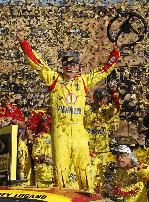 Joey Logano wins at Kansas to advance in title race _lowres