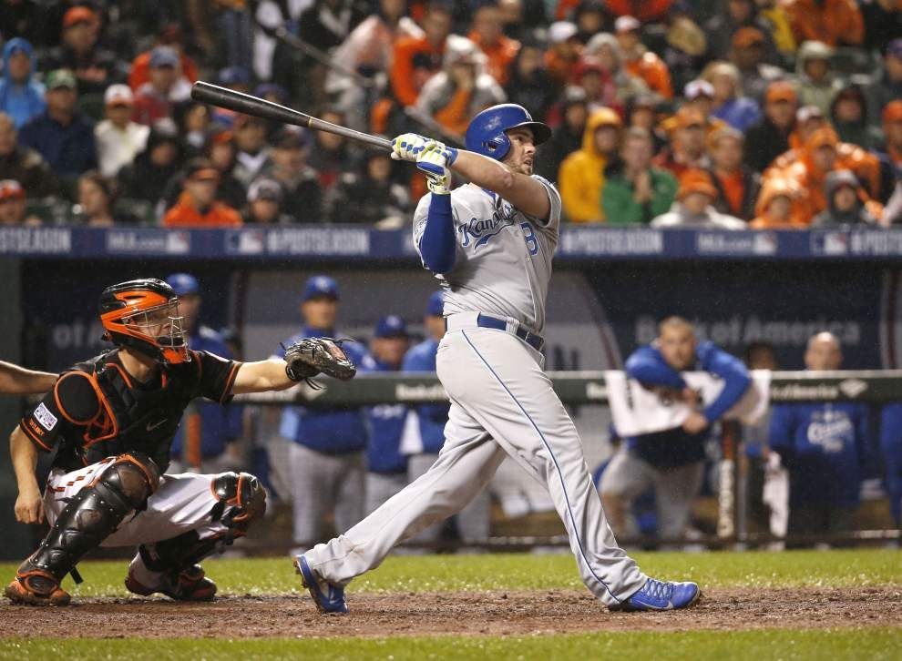 Royals power up in 10th inning to top Orioles 8-6 _lowres