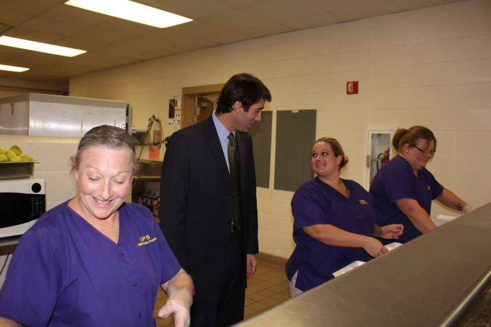 Rep. Graves visits DSHS _lowres