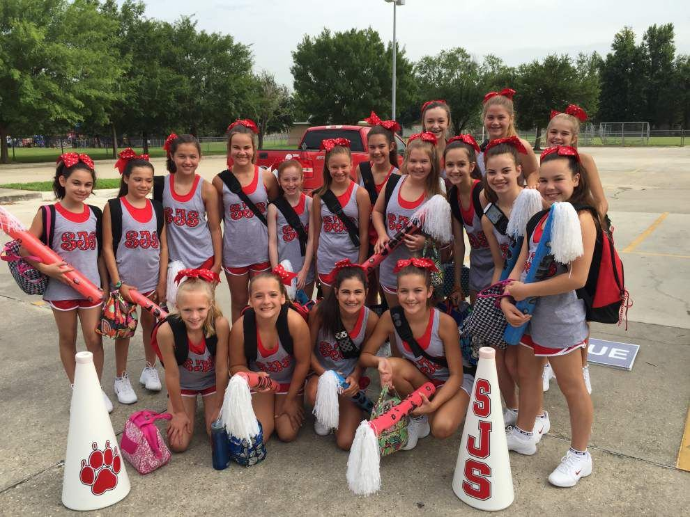 Cougars squad racks up awards at cheer camp _lowres