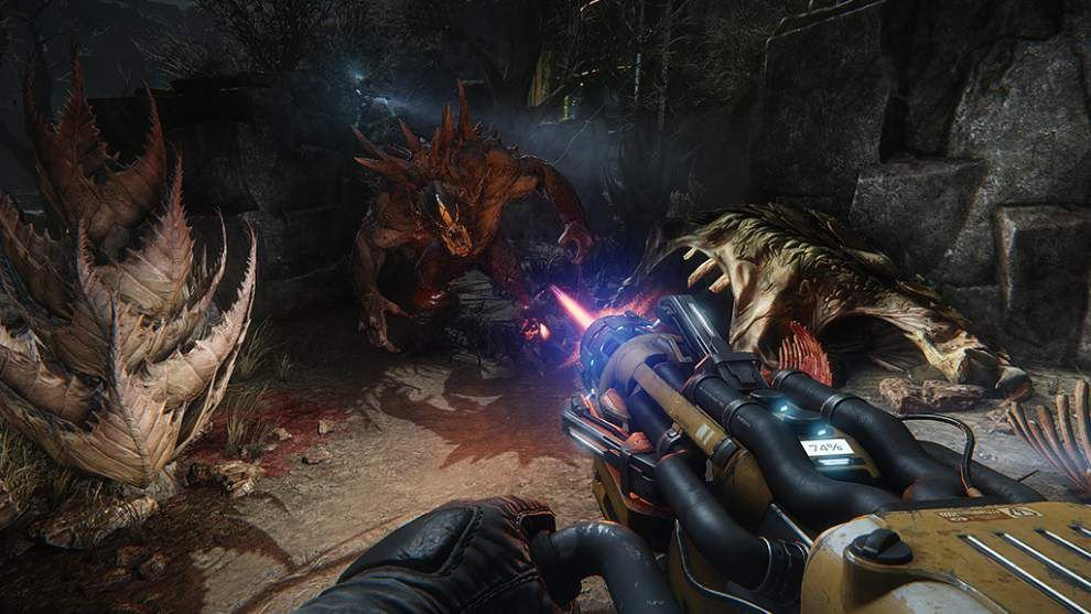 4 humans gang up on 1 monster in tense 'Evolve' _lowres