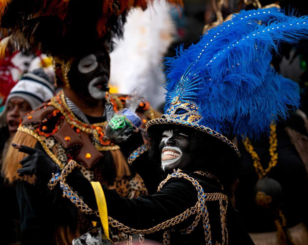 Beads, balls, krewes and canines ... It's carnival time! _lowres