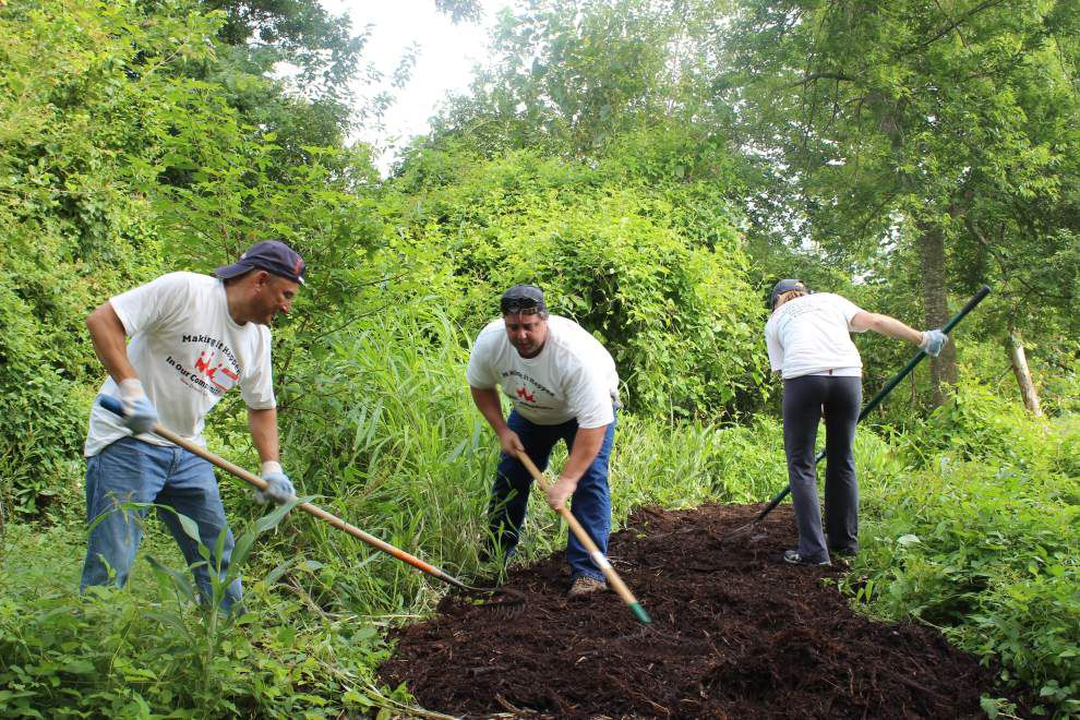 Volunteer groups partner for day of community improvement _lowres