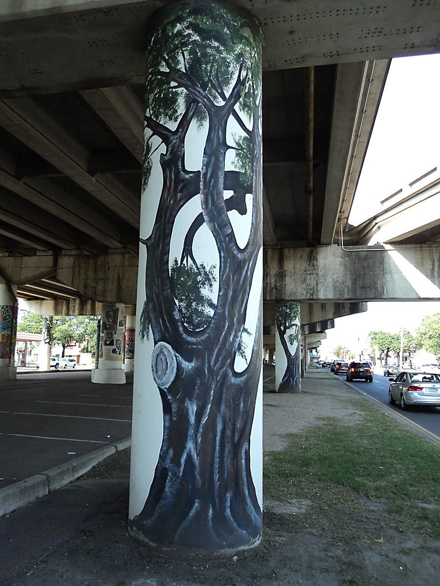 Who painted the support columns for the elevated interstate along Claiborne Avenue?_lowres