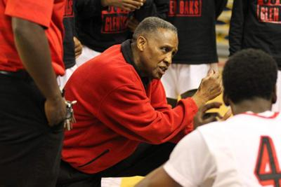 U-High coach Joe Spencer not selling Glen Oaks short, says Panthers can match up with his team better than others _lowres