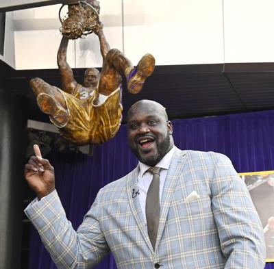 Lakers Shaq Statue Basketball