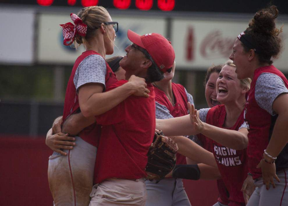 Cajuns softball pounds Arizona 7-1 to secure spot in Women's College World Series _lowres