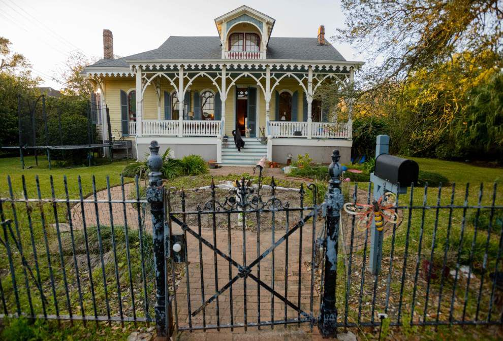 Historic New Orleans home glows at Hanukkah _lowres