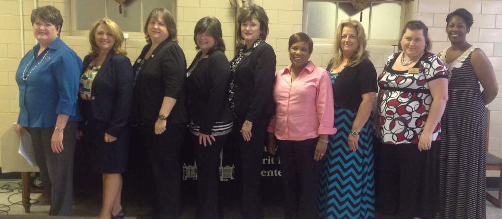 Professional Women's group installs officers _lowres