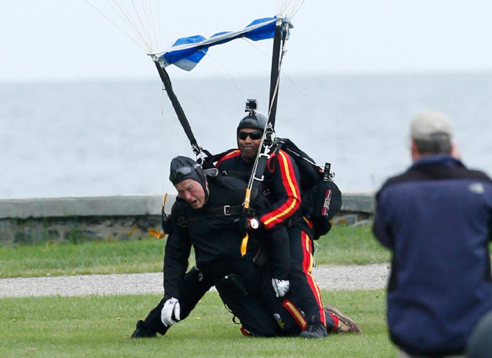 90-year-old ex-president makes parachute jump _lowres