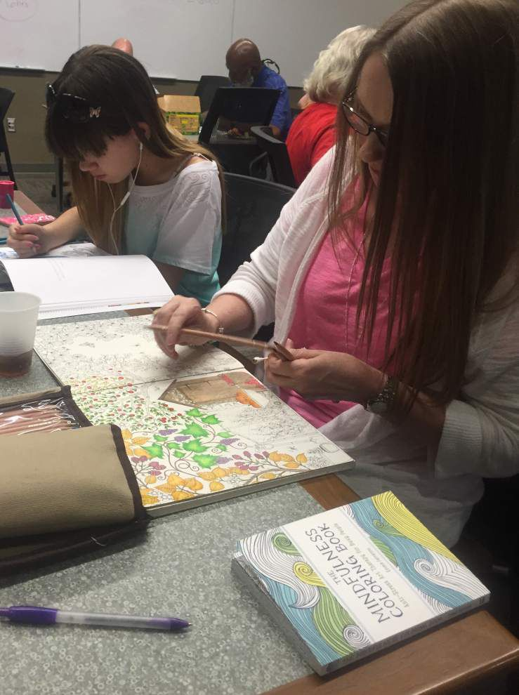 Adult coloring soothes, taps into creativity _lowres