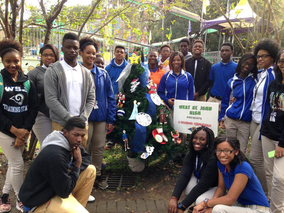 West St. John High School contributes 'Cartoon Christmas' tree to Celebration in the Oaks _lowres