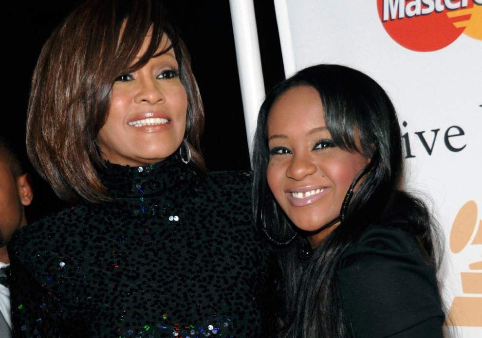 Whitney Houston's daughter Bobbi Kristina Brown still alive at hospital after being found unresponsive in tub _lowres