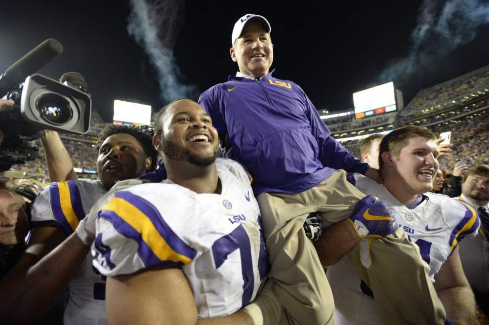 """Les Miles: last-minute Christmas shopper and lover of """"Santa Baby"""" _lowres"""