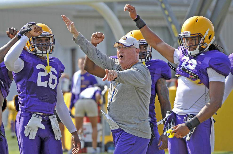 Video: LSU players in the big cat drill _lowres