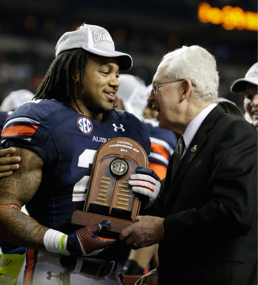 SEC's Mike Slive says student-athletes shouldn't be employees, but sides can figure it out _lowres