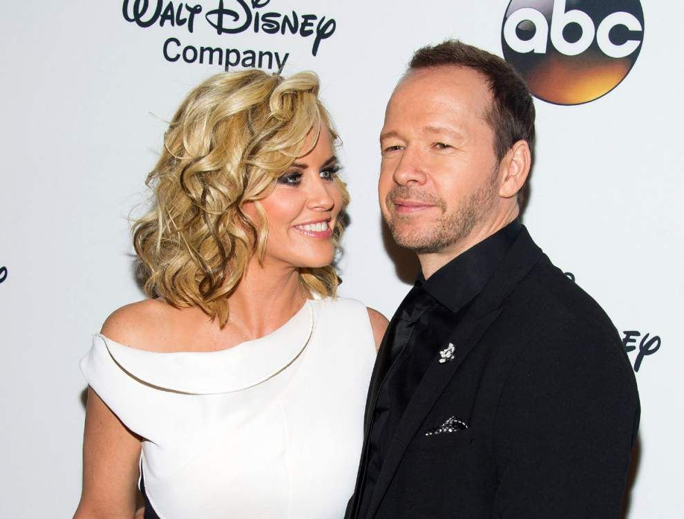 Newlyweds Wahlberg and McCarthy get a reality show _lowres