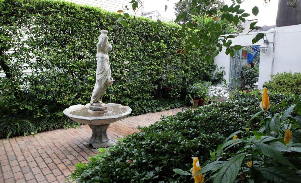 Elegant outdoor spaces featured on Secret Garden tour _lowres