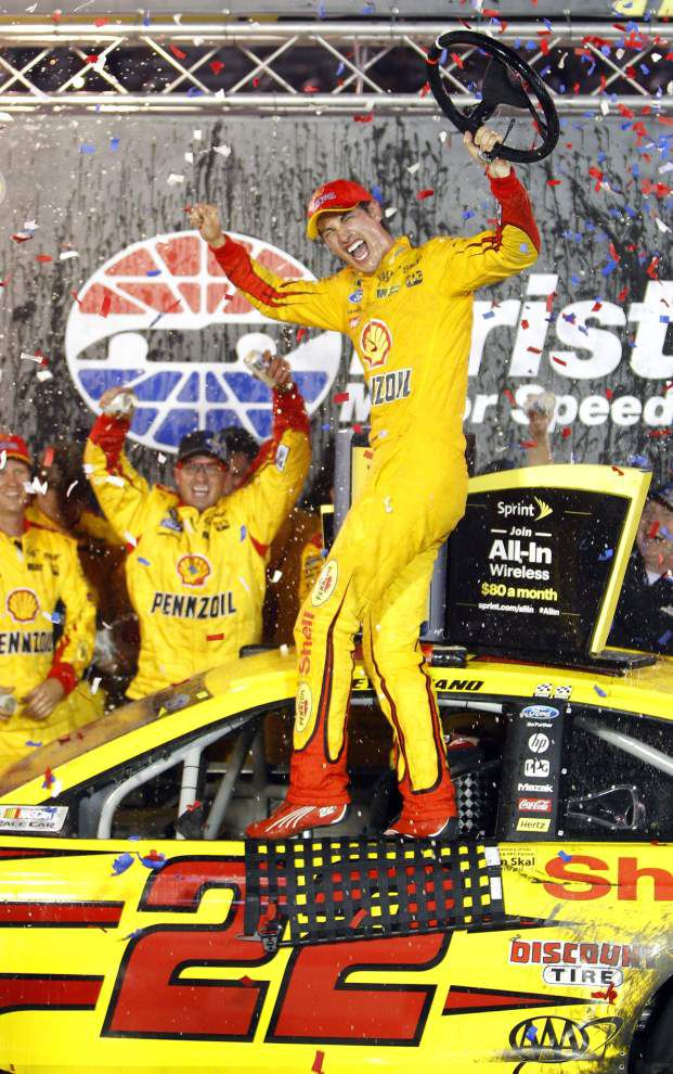 Joey Logano defends title at Bristol _lowres