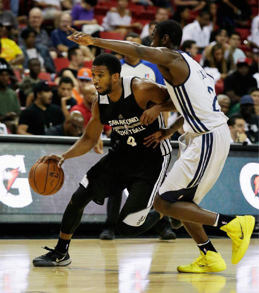 Pelicans show promise but lose to Spurs 88-86 _lowres