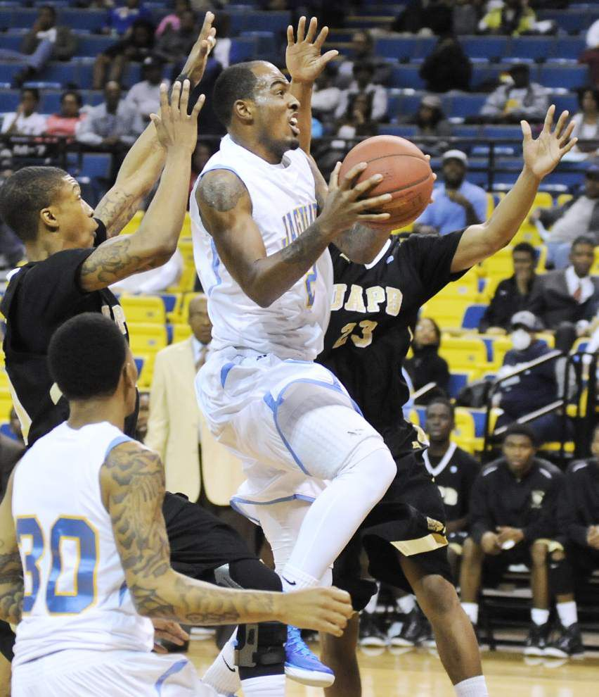 Jaguars use size to beat UAPB _lowres