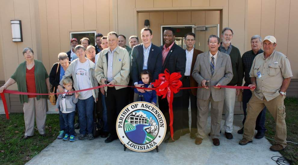 Ribbon-cutting held for remodeled Oak Grove Community Center _lowres