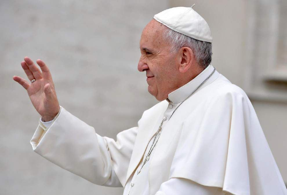 Vatican confirms pope met with gay student, partner, says visit with Kentucky clerk not a form of support _lowres