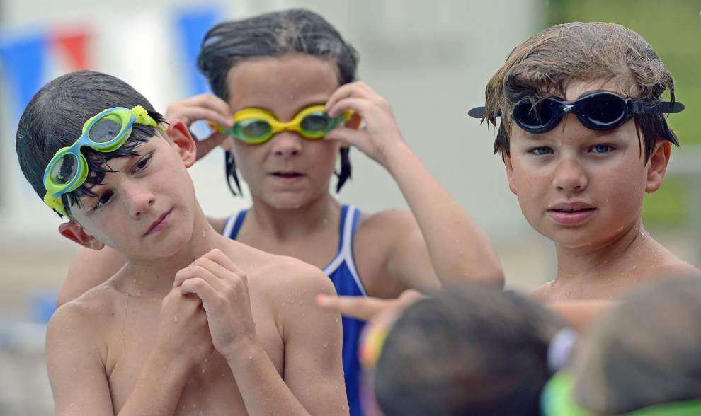 A family of swimming Superstars competes _lowres