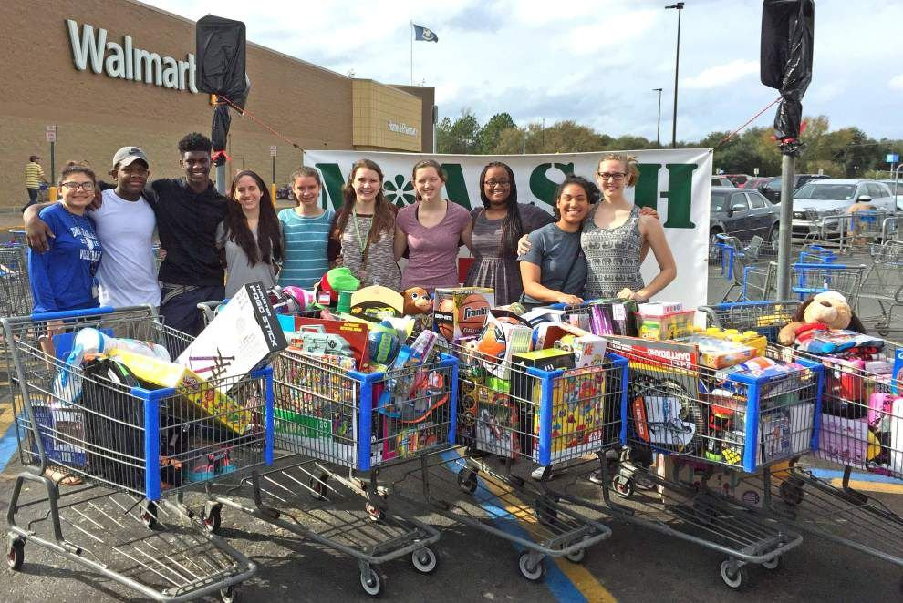 Sports teams raise funds for MASH toy drive _lowres