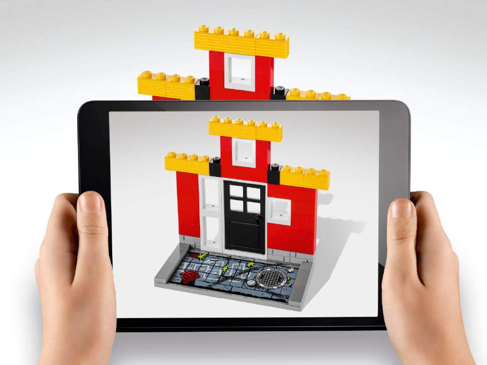 Lego to introduce mixed digital-physical blocks _lowres