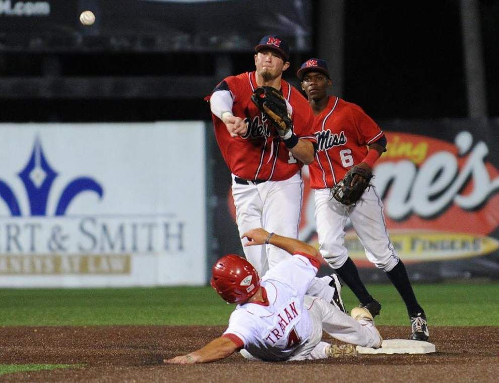 Ole Miss downs UL-Lafayette 5-2, forces game 3 _lowres
