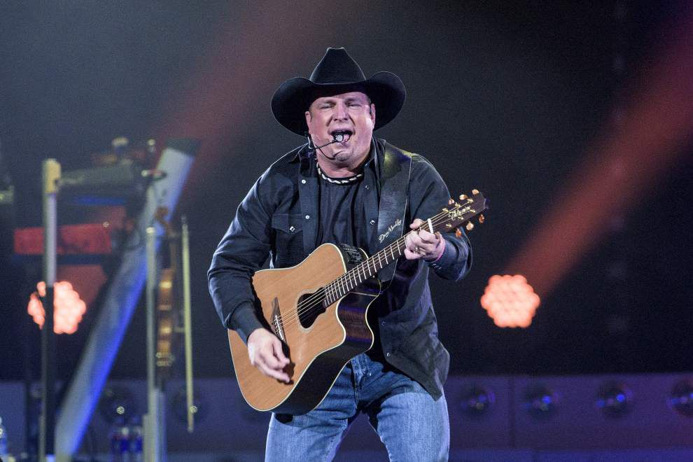 Photos: Big crowd, bright lights, plenty of starpower; Garth Brooks rocks Smoothie King Center _lowres