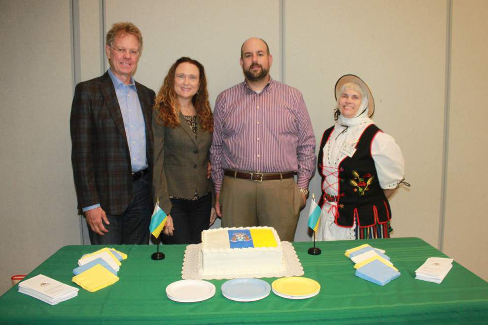 Canary Islanders celebrate society's 19th anniversary _lowres
